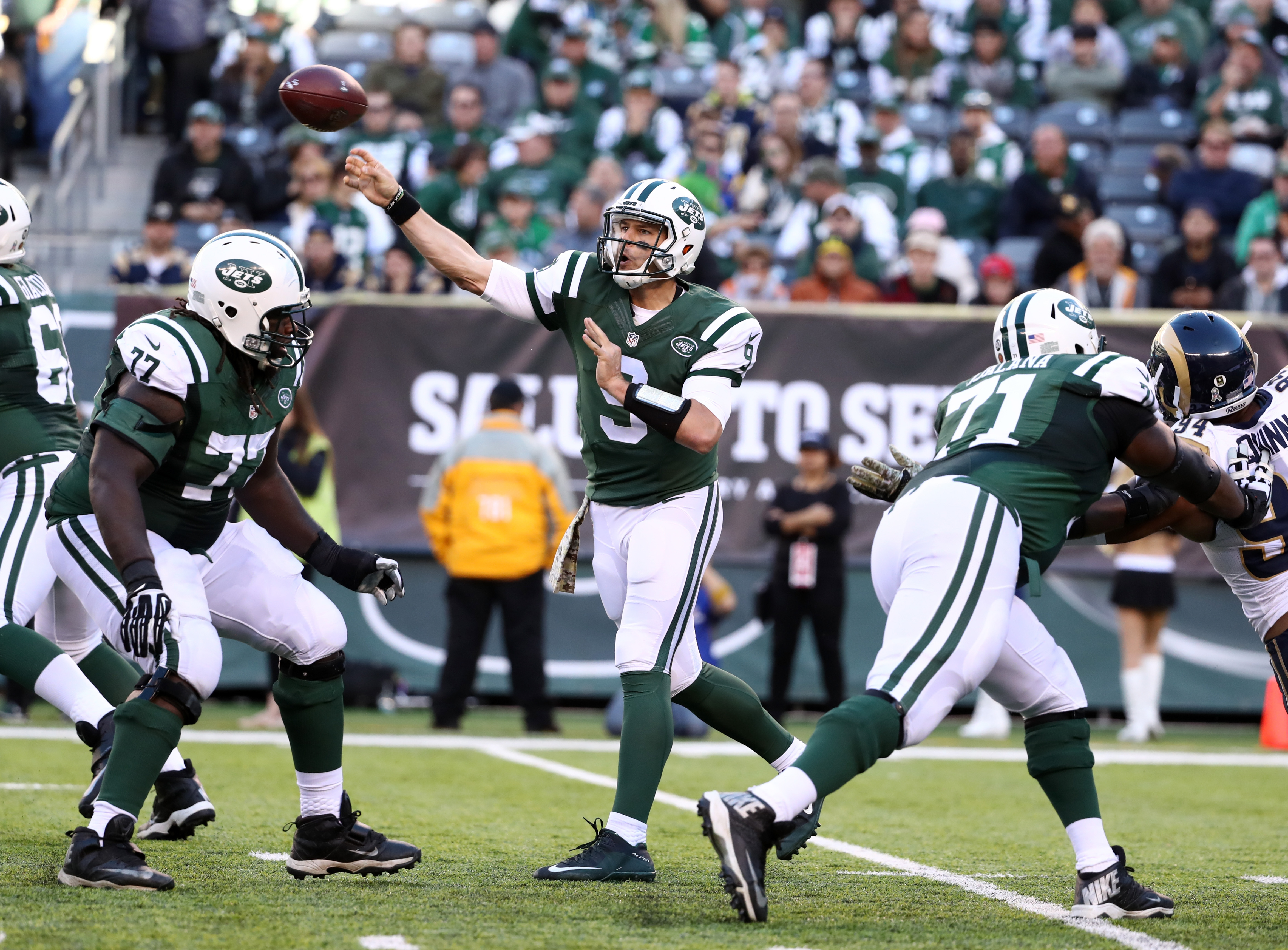 Jets won't confirm their starting quarterback for at least a week
