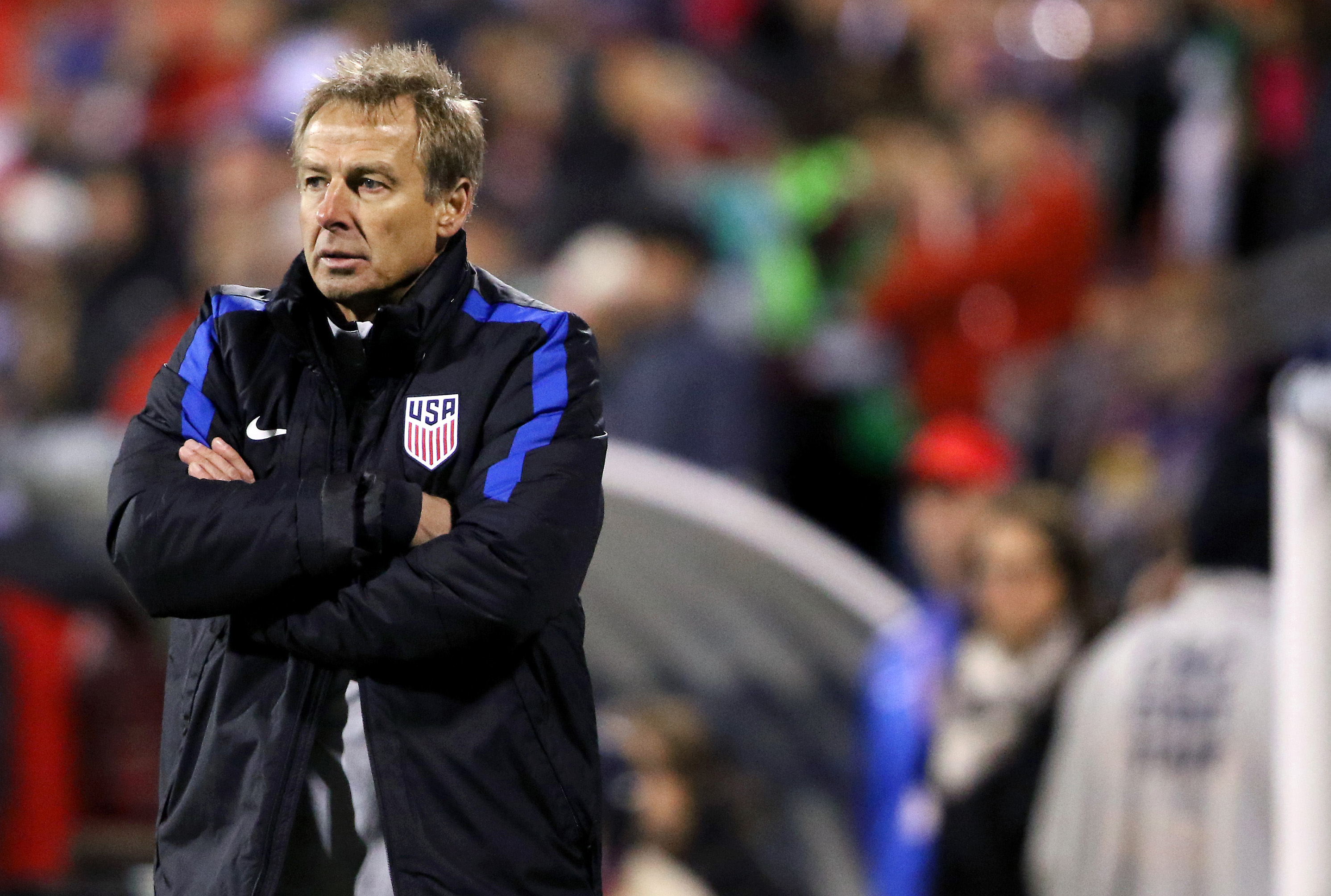 USA head coach Jurgen Klinsmann looks dismayed during the second half against Mexico .