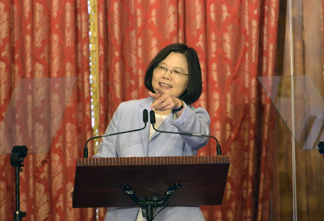 Donald Trump speaks directly to Taiwan's Tsai Ing-wen