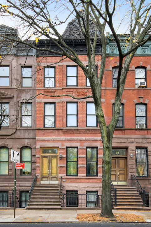 Harlem s second priciest townhouse hides modern interiors for Townhouses for sale in harlem