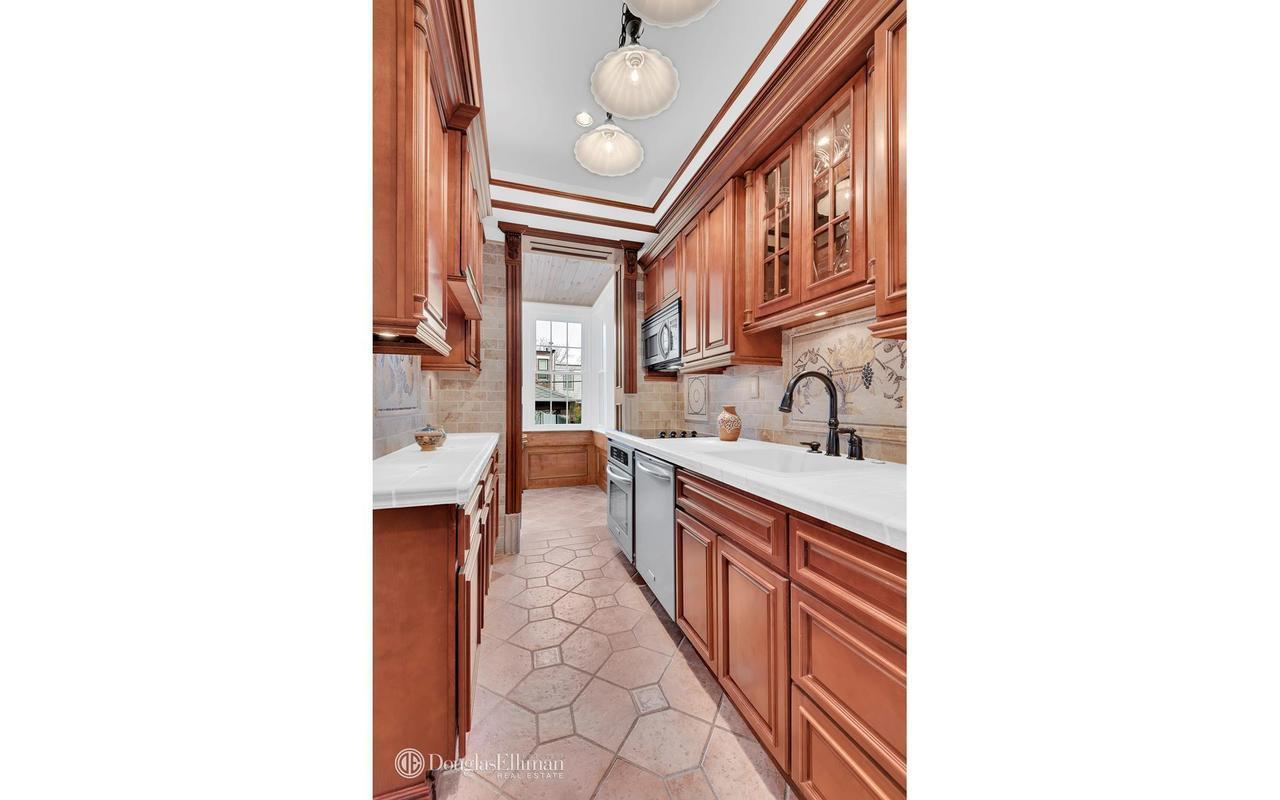 Kitchen cabinets sunset park brooklyn - 116 Year Old Sunset Park Home With In Ground Pool Asks 1 52m