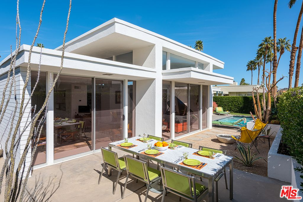 Snag this renovated 1960s palm springs home with pool for for Palm springs condos for sale zillow