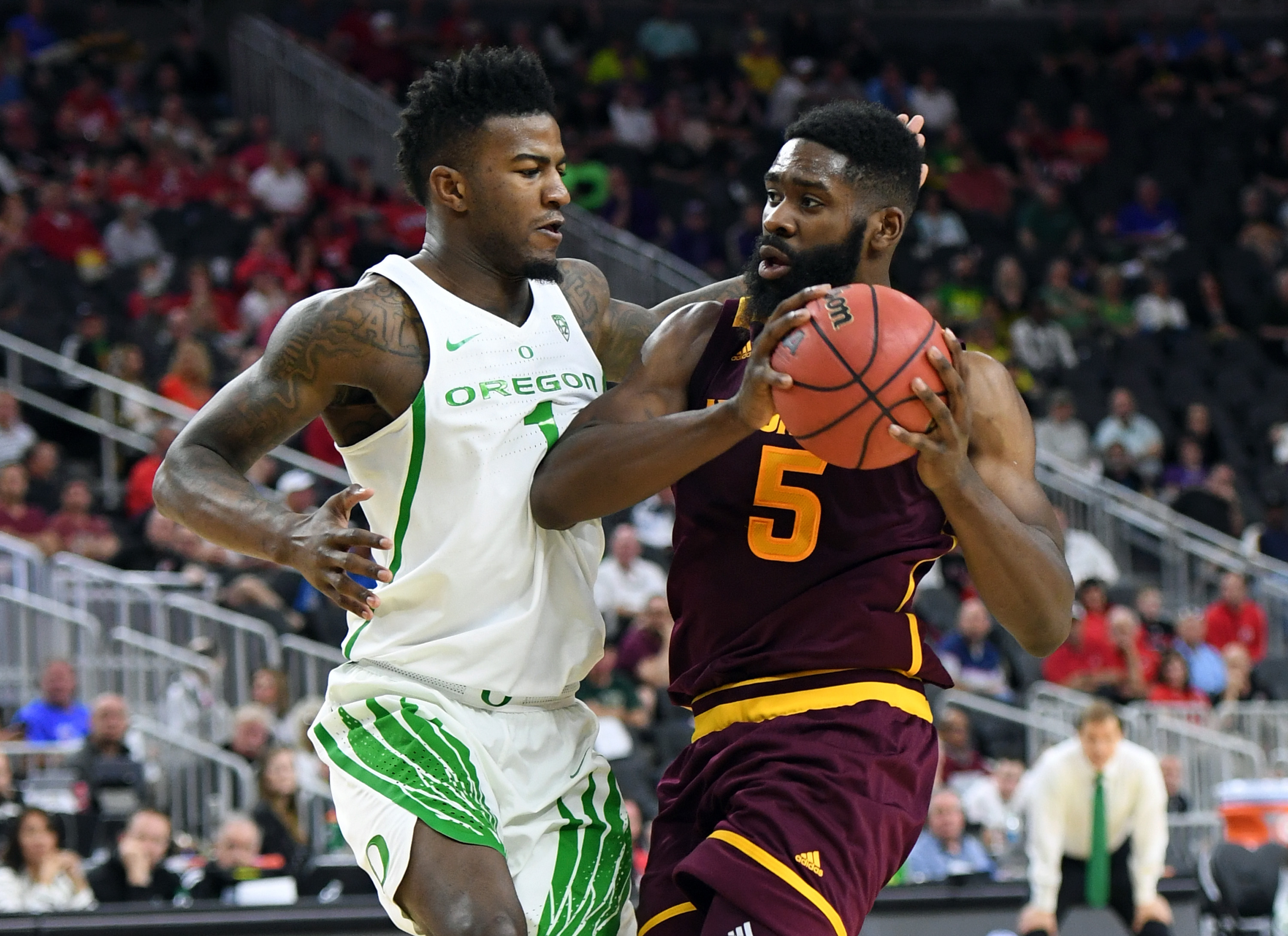 WSU men's basketball can't hold big lead, falls in Pac-12 tournament