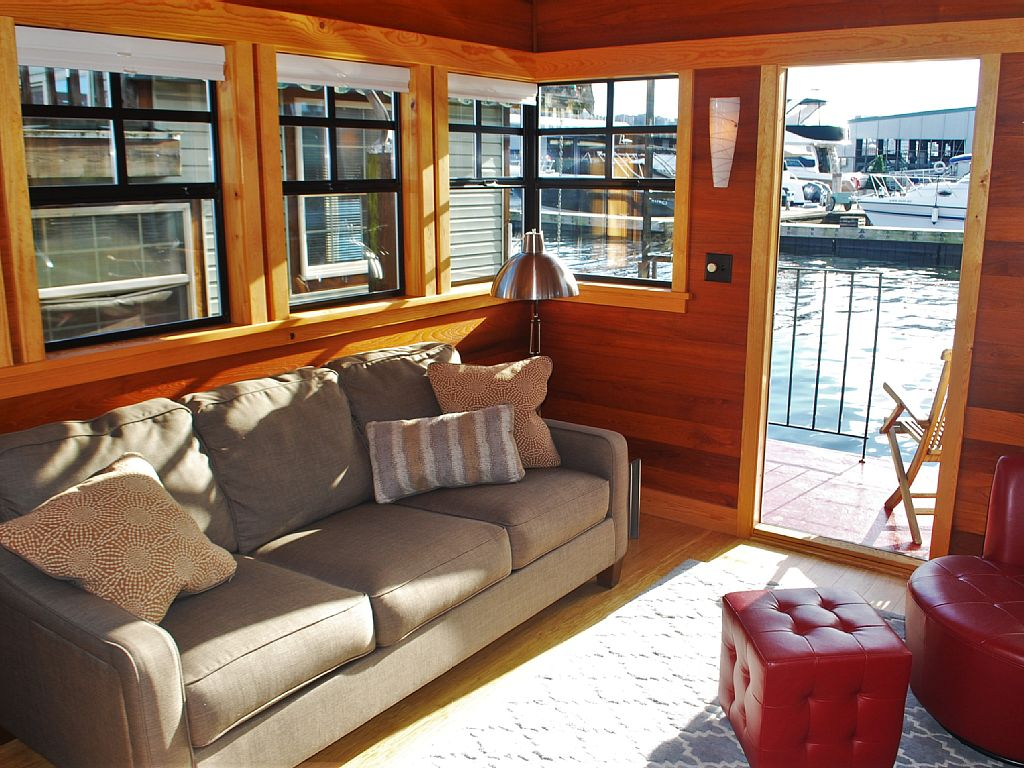 Seattle short term tiny houseboat rentals for testing out