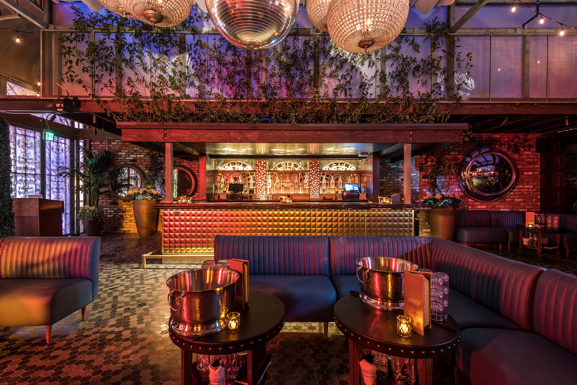 Inside avenue a grand estate nightclub opening in for The family room nightclub los angeles