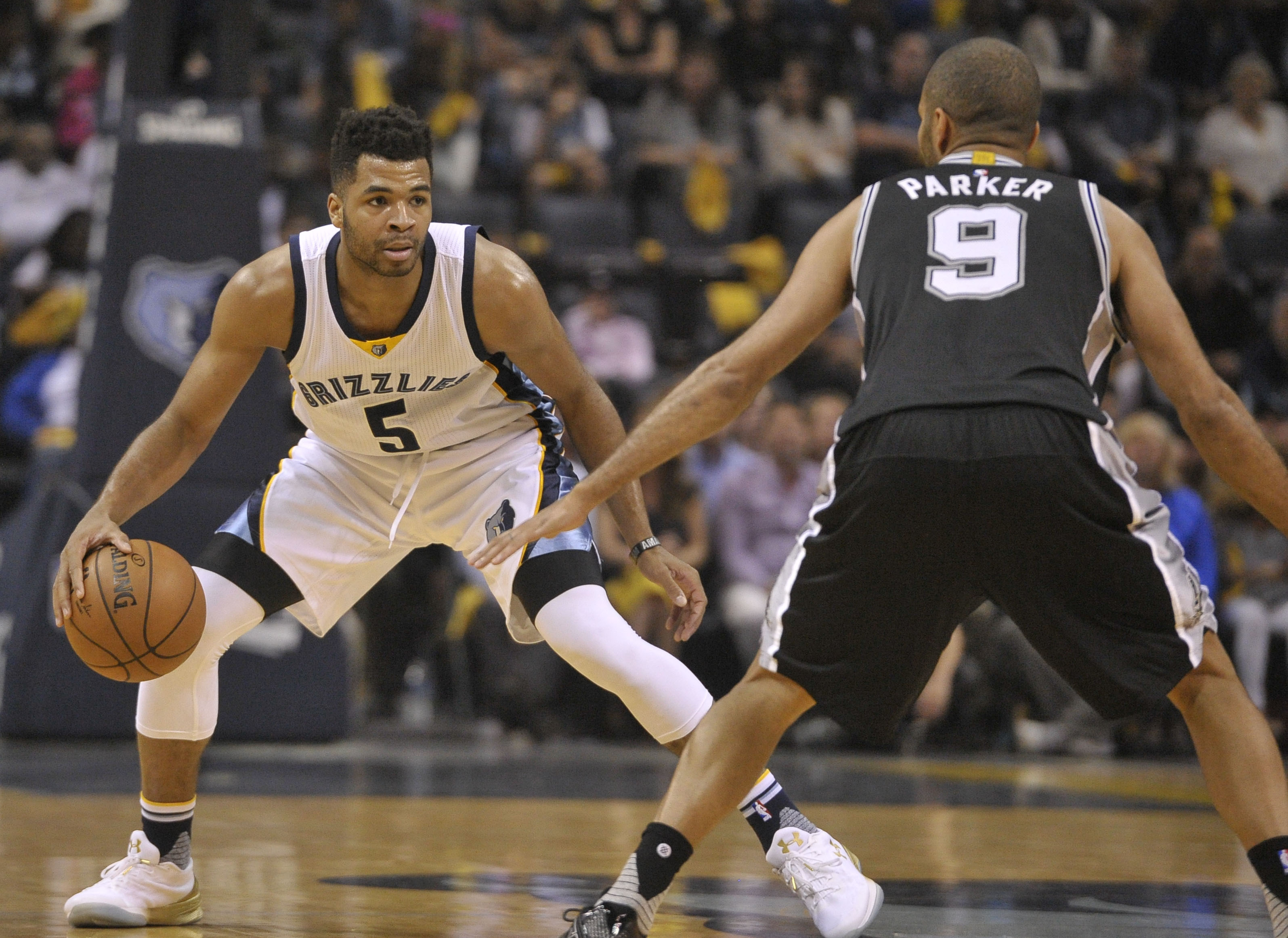 Spurs look for win at home