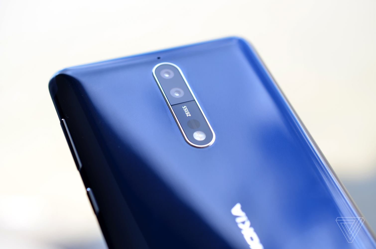 The Nokia 8 Flagship Keeps The Bezels Adds A Bothie